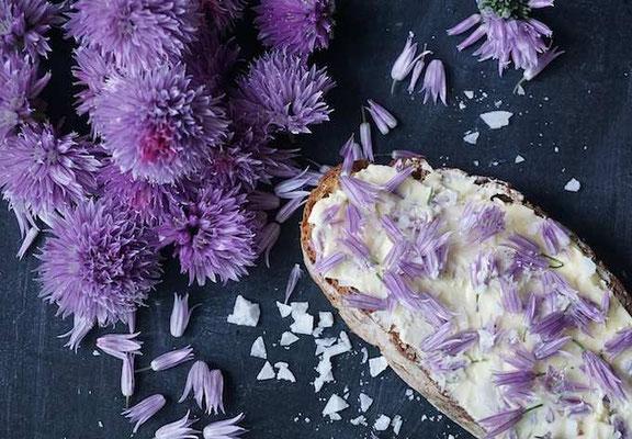 Ich mag Schnittlauchblüten auch. Mit Butter und Salz auf Brot. (develloppa)