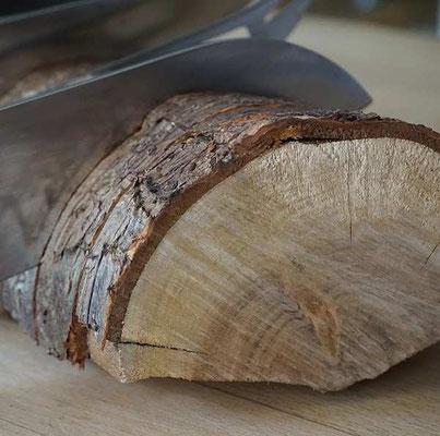 ein Stück Holz wurde zum Messerblock (develloppa)