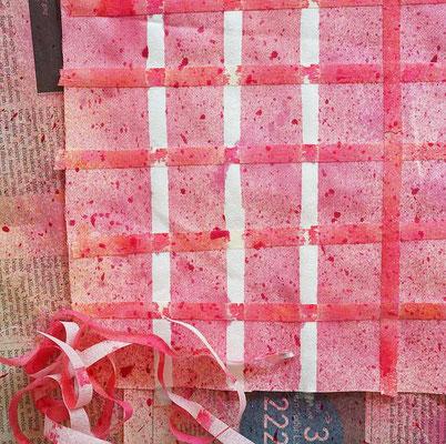 Karostoff mit Klebeband und aufgesprühter Textilfarbe selber machen (von develloppa)