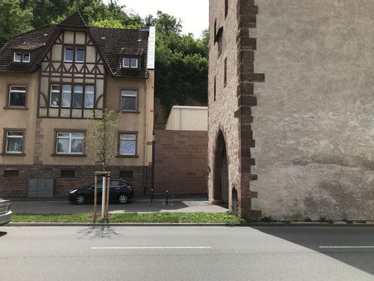 LInks vom Mainzer Tor in Miltenberg - So geht Gestaltung, wenn die Stadt baut