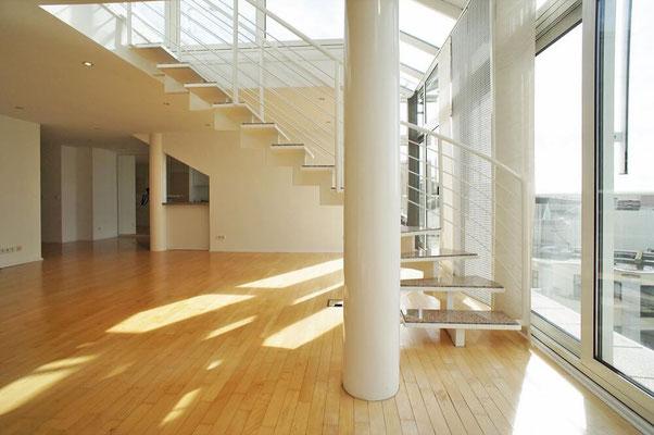 Treppe zu den Dachterrassen
