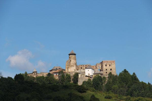 Burgen in der slowakischen Landschaft