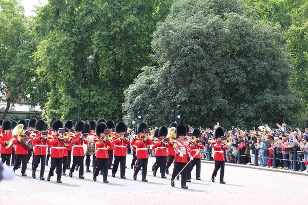 Parade am Buckingham Palace