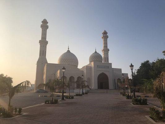 Othman Bin Affan Moschee, Sur