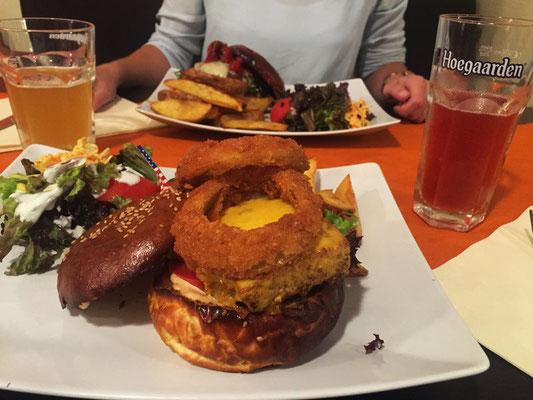 Burger Twenty Buns, Mons