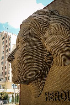 Heroinat Denkmal/ Pristina