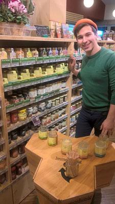Honig-Verkostung im weimarer Bioladen