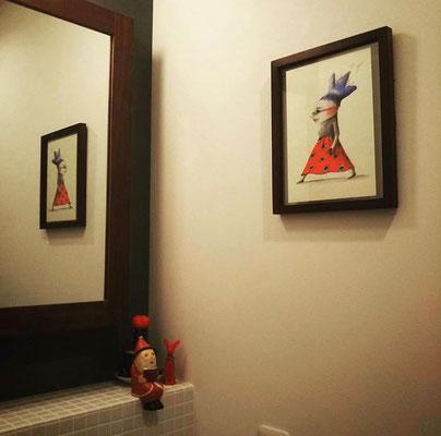 こだわりの洗面所にも作品を飾ってます