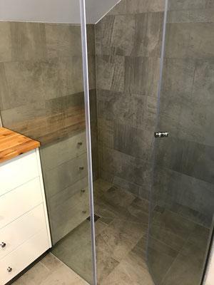 Umbau Dusche Plattenbeläge aus Keramik Islikon Frauenfeld