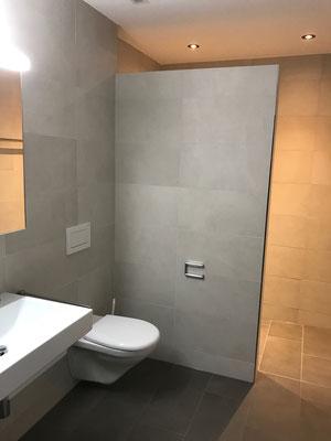 Dusche mit Keramischen Wand Bodenbelägen Amriswil