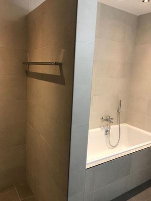 Badezimmer Neubau Keramische Wand Bodenbeläge mit Epoxidharz Fugen Amriswil