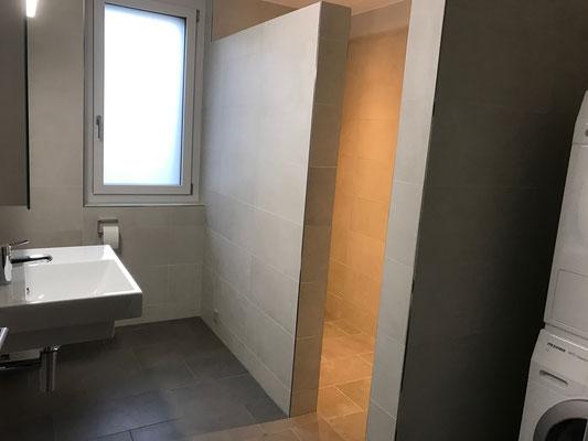 Dusche Wand Bodenbeläge aus Keramik mit Epoxidharzfugen Amriswil