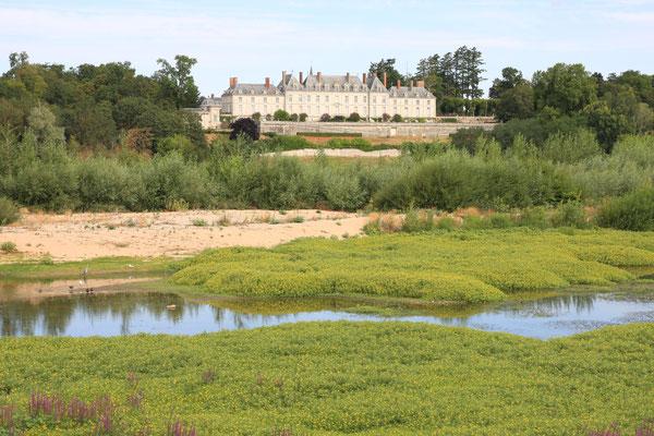 Château de Ménars au bord de Loire