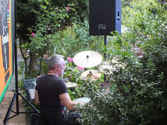 Erster Auftritt mit der Band Lobus Frontalis, Juli 2015