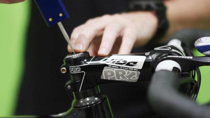 Digitalizacion cotas de la bicicleta utilizando la herramienta RETUL Zin, con la que vamos recogiendo diferentes puntos de la bicicleta - ©Biomecanica 3D