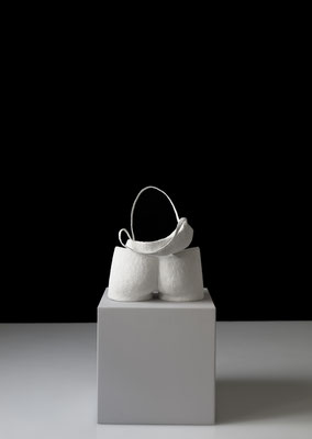 OT_NBS04, 2019, Silikon, Gipsbinde, Aluminiumdraht, 34×29×25 cm