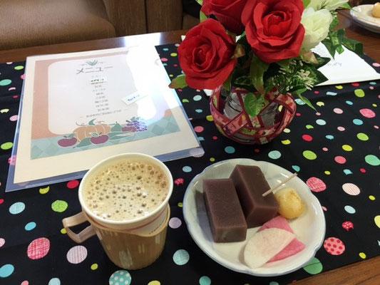 「水ようかん」と「みたらし団子」。そして「お漬物」がカフェに花を添え