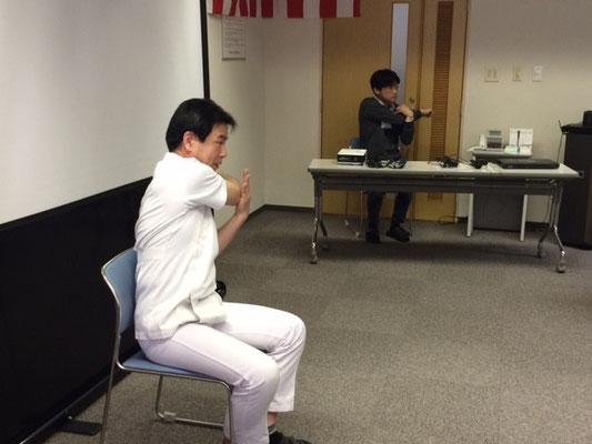 運動講師「Y訓練員」の初陣。やや緊張しているようです