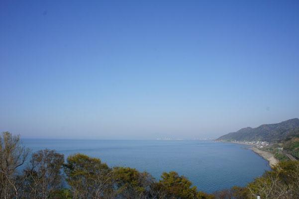 こちらは直江津方面。目の前には火力発電所が見えます