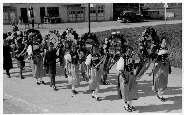 Schulfestumzug Laupenstrasse/Kirchgasse - ca 1946