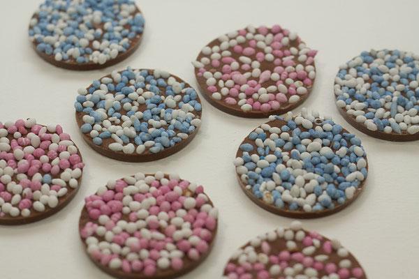 geboorte chocolaatjes met roze of bleuwe muisjes