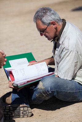 Dr. Raimund Kastler erläutert die Schichtenbeschreibung