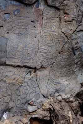 Enigmatische Felsritzungen an einer Felswand in El Paso, La Palma / © Klaus Schindl