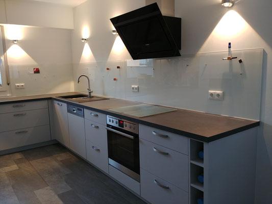 3 Glasmagnettafel-Küchenrückwände in RAL 9010 - Reinweiß mit 6 Steckdosenbohrungen