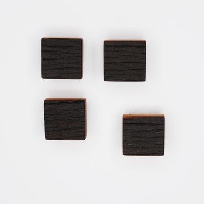 Magnete aus historischer Buche, dunkel, Oberfläche strukturiert, geölt