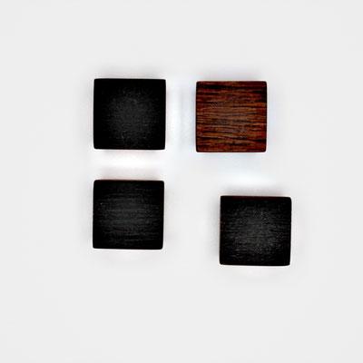 Magnete aus Alteiche dunkel, Oberfläche strukturiert, geölt