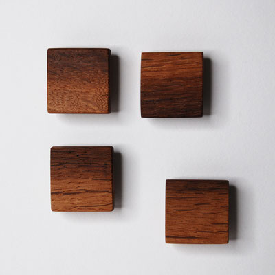 Magnete aus Alteiche hell/dunkel, Oberfläche glatt, geölt