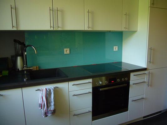Küchenrückwand in RAL 6027 - Lichtgrün mit 2 Steckdosenbohrungen