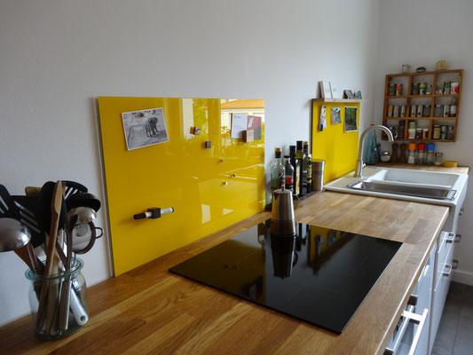 2 Glasmagnettafel-Küchenrückwände im Farbton Leuchtendes Gelb (REF 1023) im Standardformat 50 x 80 cm