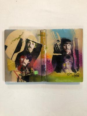 Instalación Libros en 3D pintados en acrílico con acabado en resina / DISPONIBLE