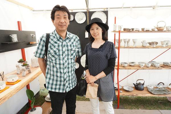 去年ご飯鍋を買われた栃木県のご夫妻。ご飯がとても美味しいとのご報告に来て下さいました。Happy!
