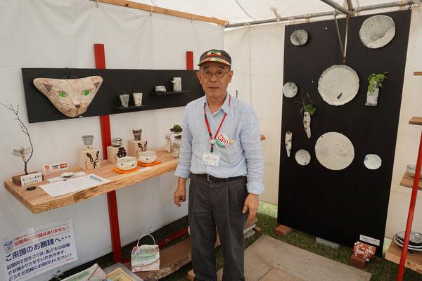 陶芸家・筒井修さん。仲本テントに遊びに来てくれました。大先生にお褒めに預かり光栄です。