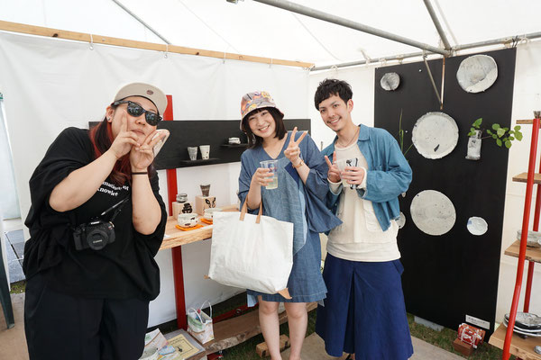 柏市からの友人。藤圭子似の彼女とブティック店員のオサレなカップル。怪しげな彼女は陶芸家の娘。