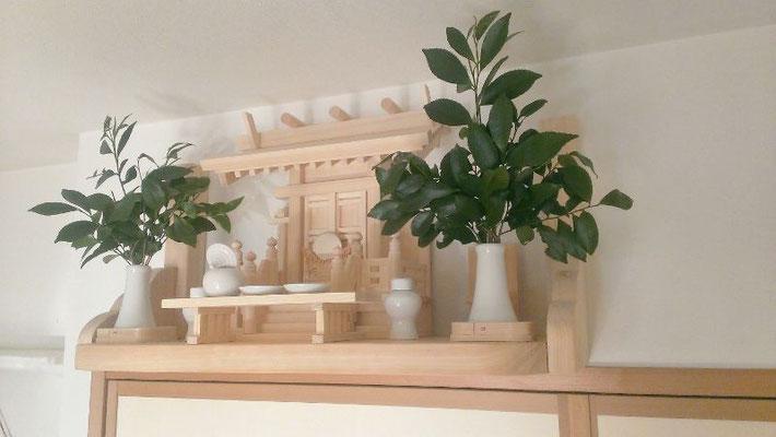 特注品の中神明(背短カスタマイズ)&雲型支柱付き神棚板
