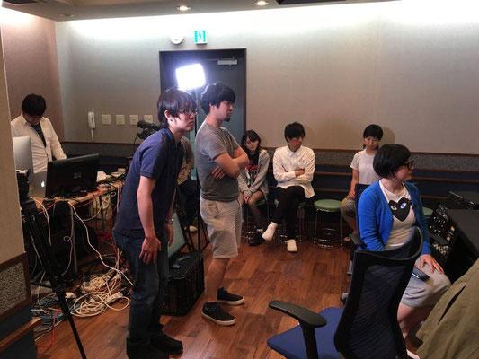 谷川充博先生のPAに聴き入るスタッフ