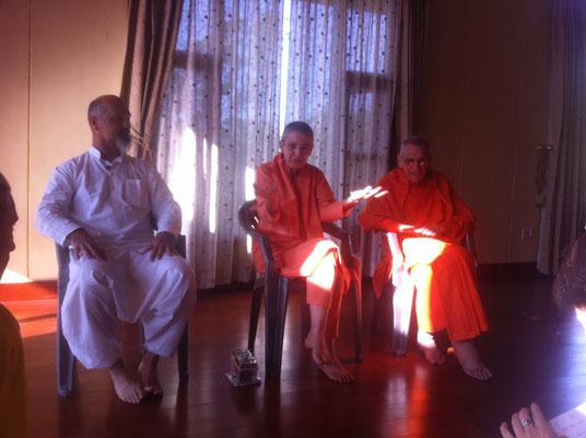 Satsang mit Swami Atma Swarupananda im Sivanandashram Rishikesh