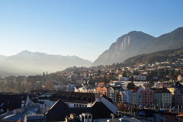 Blick auf Innsbruck vom Stadtturm aus, Österreich