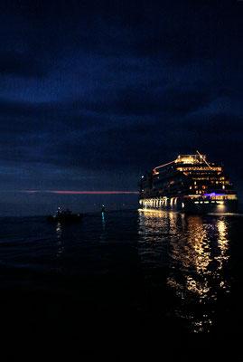 """""""Abschied"""" - Beginn einer Kreuzfahrt, Hafenausfahrt, 2014"""