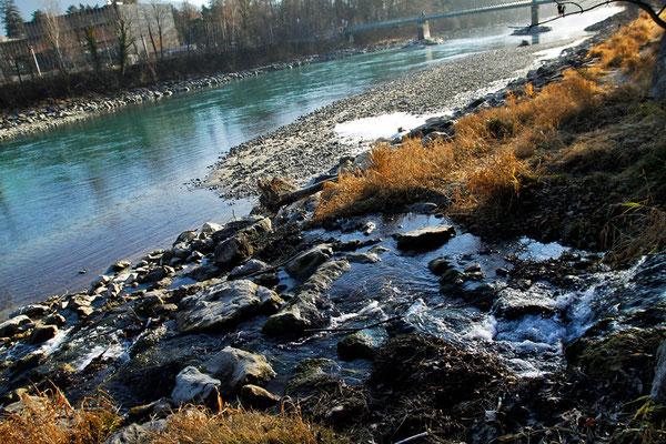 Inn-Ufer mit Eisresten, Österreich