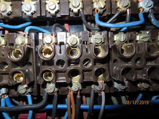 2 douilles d'alimentation servent de connecteurs pour alimenter le chauffage !