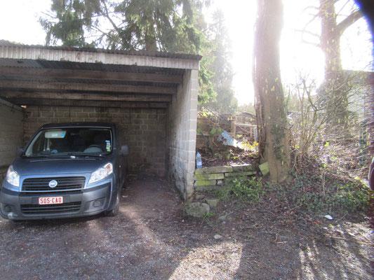Le second garage est, en fait, un hangar