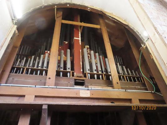 L'arrière de l'orgue après l'enlèvement des anciennes portes