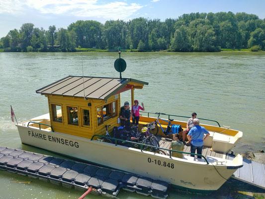 Mit der Radfähre über die Donau