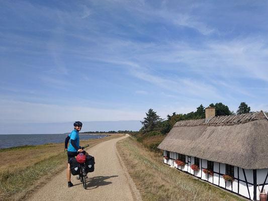 Typische Häuser mit Strohdächern