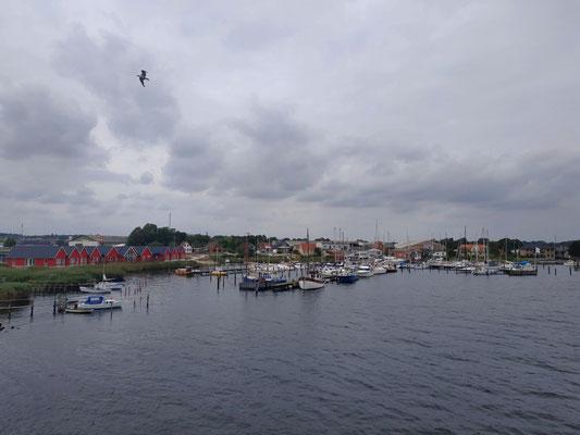 Ausblick auf einen Hafen