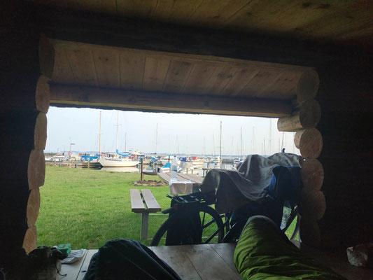 Ausblick am Morgen vom Shelter auf den Hafen